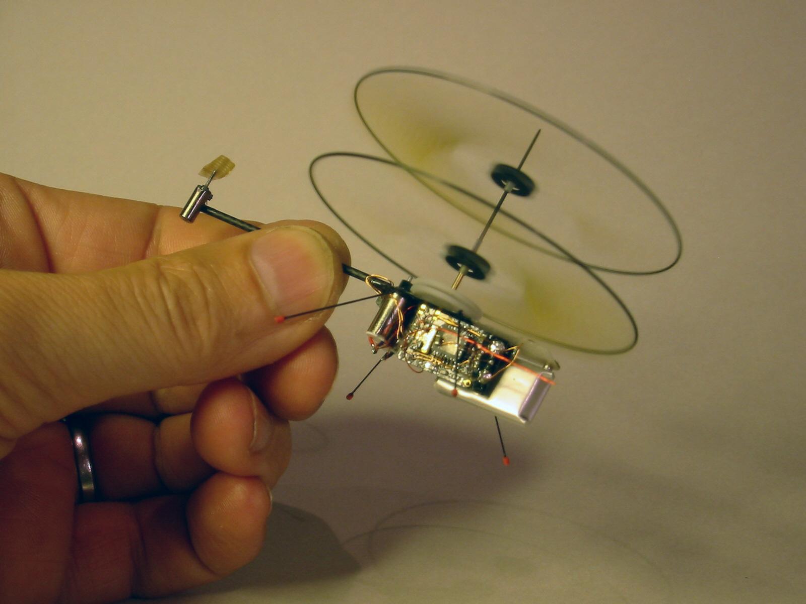 Игрушечная вертолет своими руками
